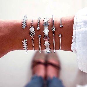 ⚜️[𝟯/$𝟯𝟴]⚜️6 Layered Crystal Fancy Bracelet NEW